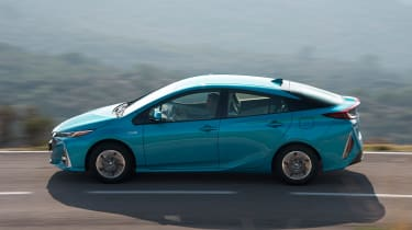 Toyota Prius Plug-In 2017 - side tracking