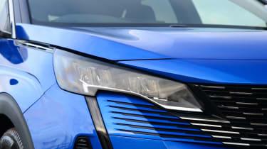 New Peugeot 3008 facelift 2020 front light