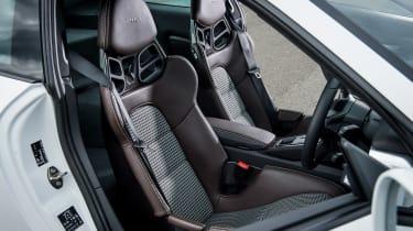 Porsche 911 R - front seats