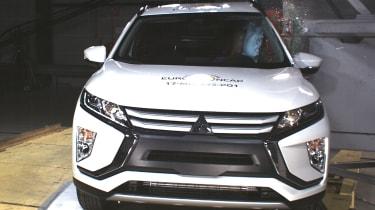 Mitsubishi Eclipse Cross - Pole crash test