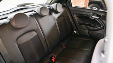 Fiat 500 X Sport - seats