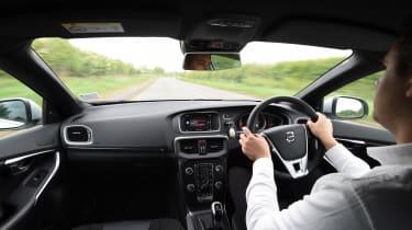 Volvo V40 - driving