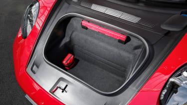 Porsche 911 GTS - boot