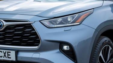 Toyota Highlander - front light