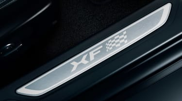 Jaguar XF Chequered Flag - sill