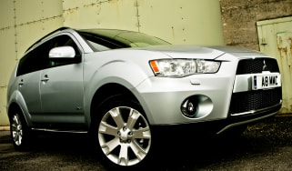 Mitsubishi Outlander front three-quarters