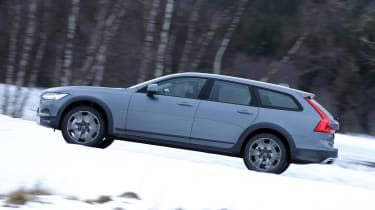Volvo V90 Cross Country - side action