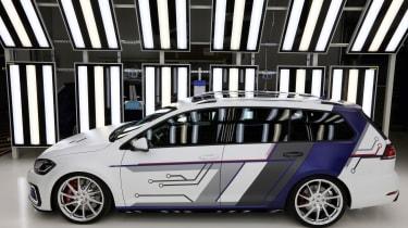 VW Golf GTE Estate Impulse side