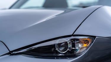 Mazda MX-5 2020 - headlight