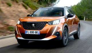 Peugeot 2008 - front tracking