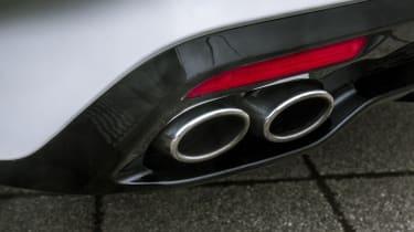 Kia Stinger 2.0 GT-Line - tailpipe