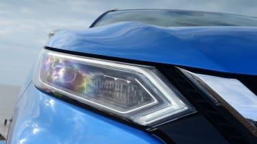 Nissan Qashqai - headlight