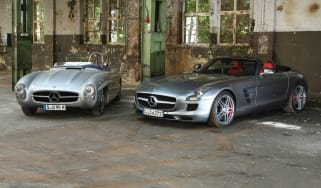 Mercedes SLS AMG Roadster vs 300 SLS