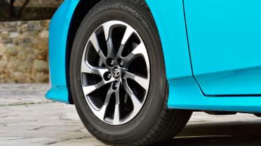Toyota Prius Plug-In 2017 - wheel
