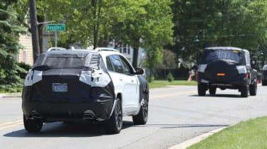 Jeep Cherokee 2018 facelift spy shots 12