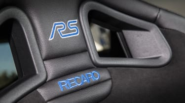 Ford Focus RS 2016 - seats badge