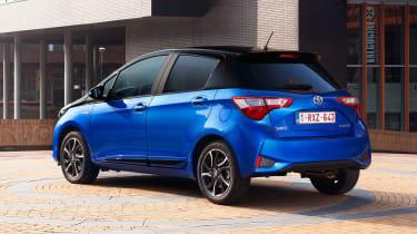 Toyota Yaris Hybrid Bi-Tone - rear static
