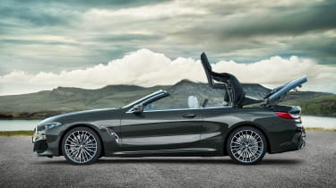 BMW 8 Series Convertible - roof closing