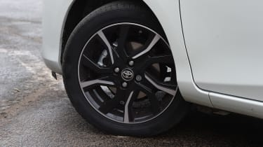 Toyota Yaris Design Bi-Tone 2016 - wheel