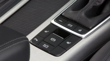 Kia Optima Sportswagon PHEV - hybrid button