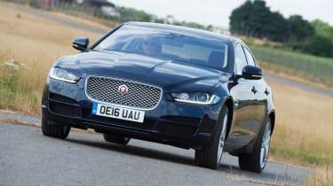 Jaguar XE - front tracking