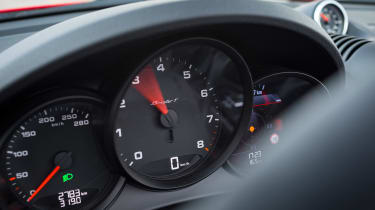 Porsche 718 Boxster T - dials