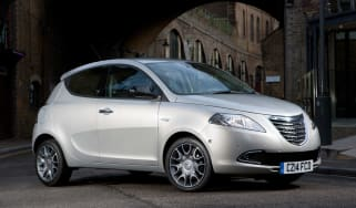 Chrysler-Ypsilon-front-quarter