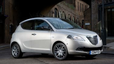 Chrysler-Ypsilon-front-quarter