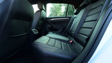 Volkswagen Golf GTE 2017 - rear seats