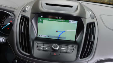 Ford Kuga Vignale 2016 - infotainment