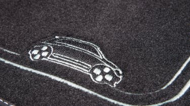 Renault Twingo Iconic Special Edition - mat stitching