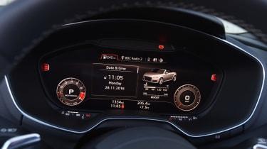 Audi TT RS Roadster - dials