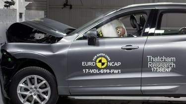Volvo XC60 - Frontal Full Width test