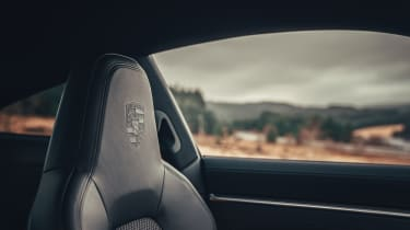 Porsche 911 Carrera S - passenger seat