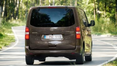 Toyota Proace Verso 2016 - rear tracking