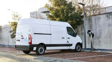 Renault Master Z.E - on charge rear