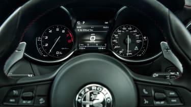Alfa Romeo Stelvio Quadrifoglio - dials
