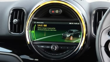 MINI Countryman S E plug-in hybrid - infotainment screen