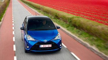Toyota Yaris Hybrid Bi-Tone - front panning