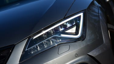 SEAT Leon Cupra R - front light