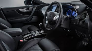 Infiniti QX70 Ultimate - interior