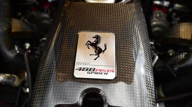 Ferrari 488 Pista Spider - engine