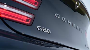 Genesis G80 - badge
