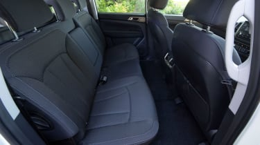 SsangYong Musso EX - rear seats