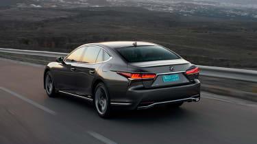 Lexus LS 500h - rear tracking