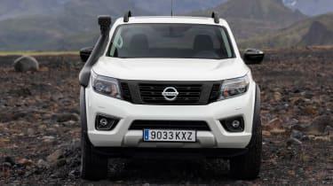 Nissan Navara Off-Roader AT-32 - front static