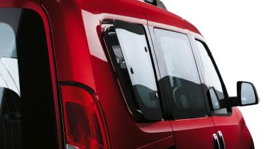 Fiat Doblo 2015 - rear window