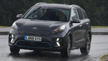 Eco driving tips - Kia e-Niro - front cornering