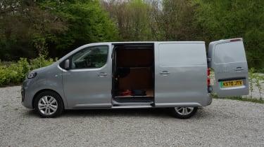 Peugeot e-Expert - door open profile