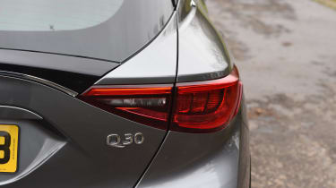 Infiniti Q30 1.6t 2016 - rear light